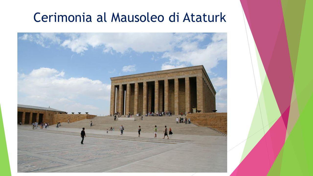 Cerimonia al Mausoleo di Ataturk