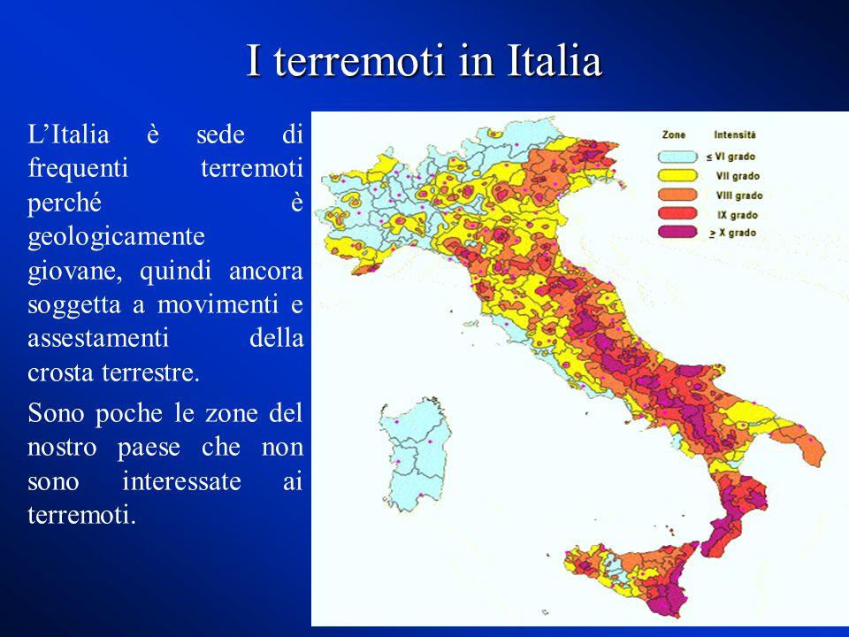 I terremoti in Italia L'Italia è sede di frequenti terremoti perché è geologicamente giovane, quindi ancora soggetta a movimenti e assestamenti della crosta terrestre.