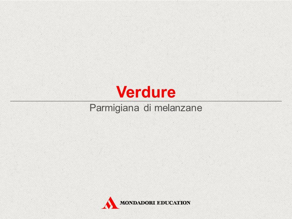Parmigiana di melanzane – Cucina regionale Ingredienti per 10 persone 1,5 kg di melanzane 200 g di mozzarella olio di semi (di arachidi) q.b.