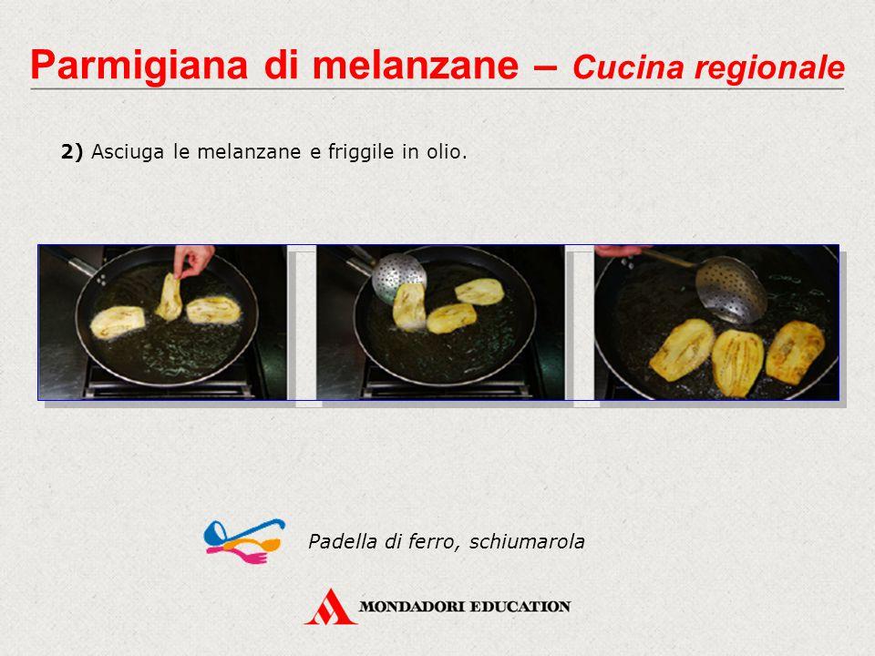 2) Asciuga le melanzane e friggile in olio. Padella di ferro, schiumarola Parmigiana di melanzane – Cucina regionale