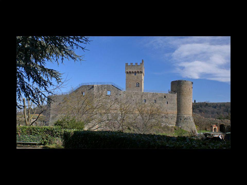 Staggia fu durante il XII secolo un feudo della famiglia Soarzi. La sua posizione tra Firenze e Siena era di importanza strategica ed a partire dal XI
