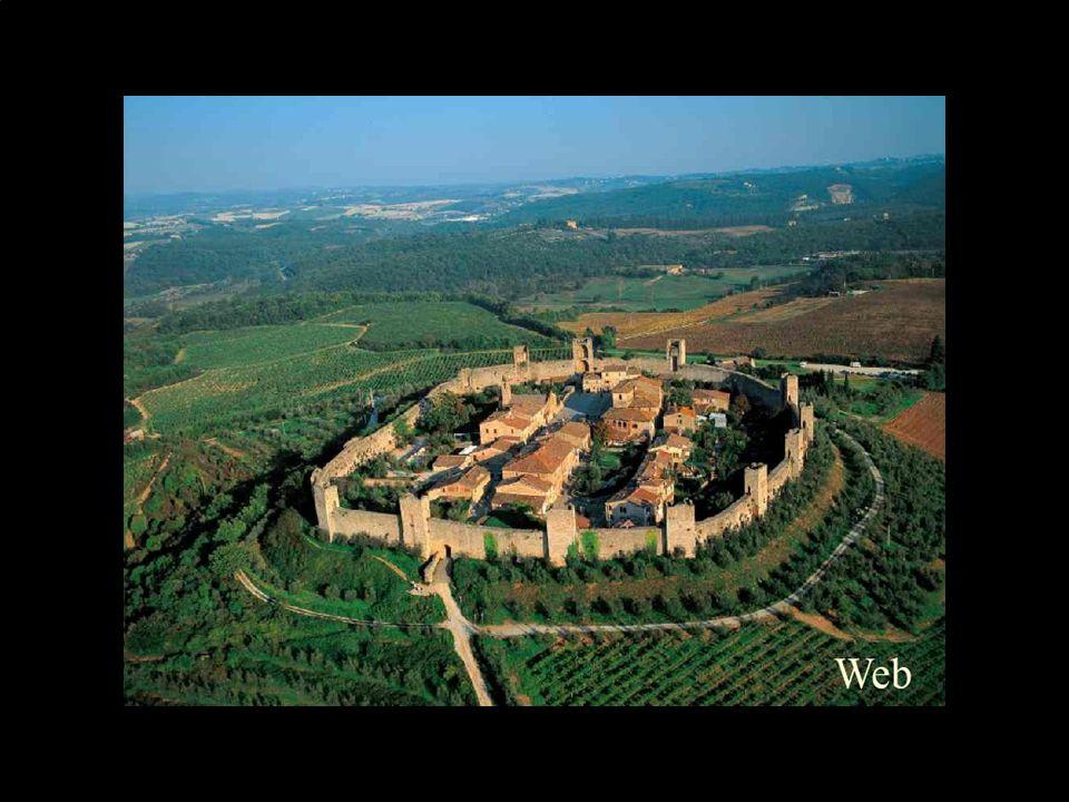 Monteriggioni: Il Castello di Monteriggioni fu costruito dai senesi, per ordinanza del podestà Guelfo da Porcari, in un periodo compreso tra il 1213 e