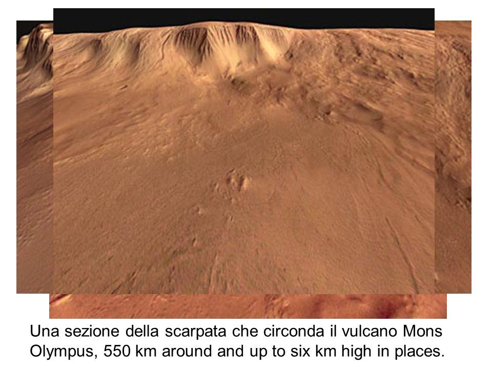 Una sezione della scarpata che circonda il vulcano Mons Olympus, 550 km around and up to six km high in places.