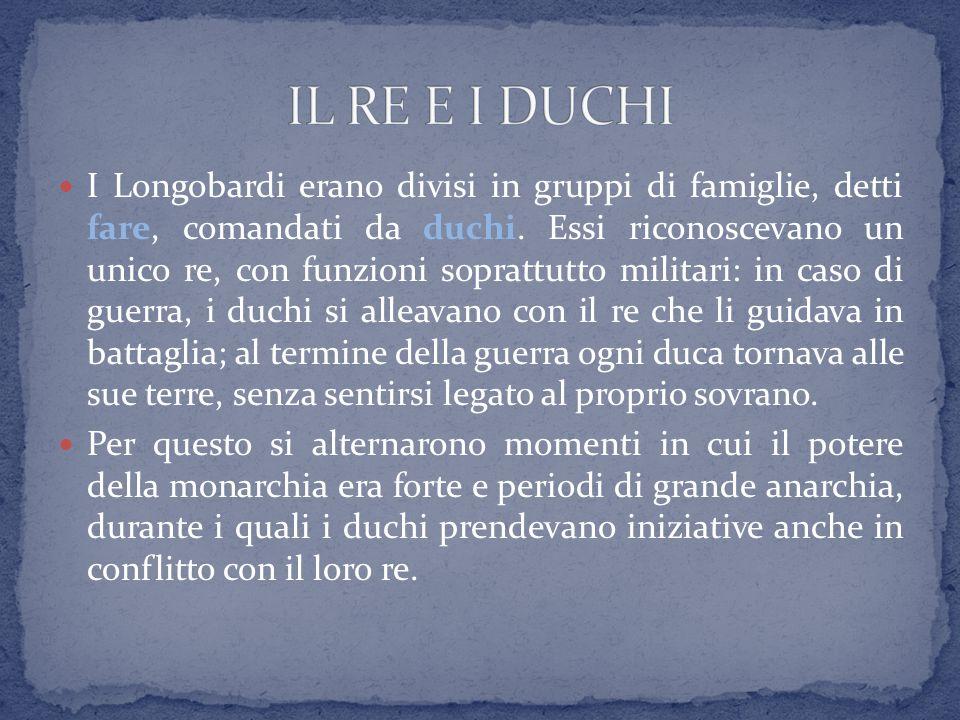 I Longobardi erano divisi in gruppi di famiglie, detti fare, comandati da duchi. Essi riconoscevano un unico re, con funzioni soprattutto militari: in