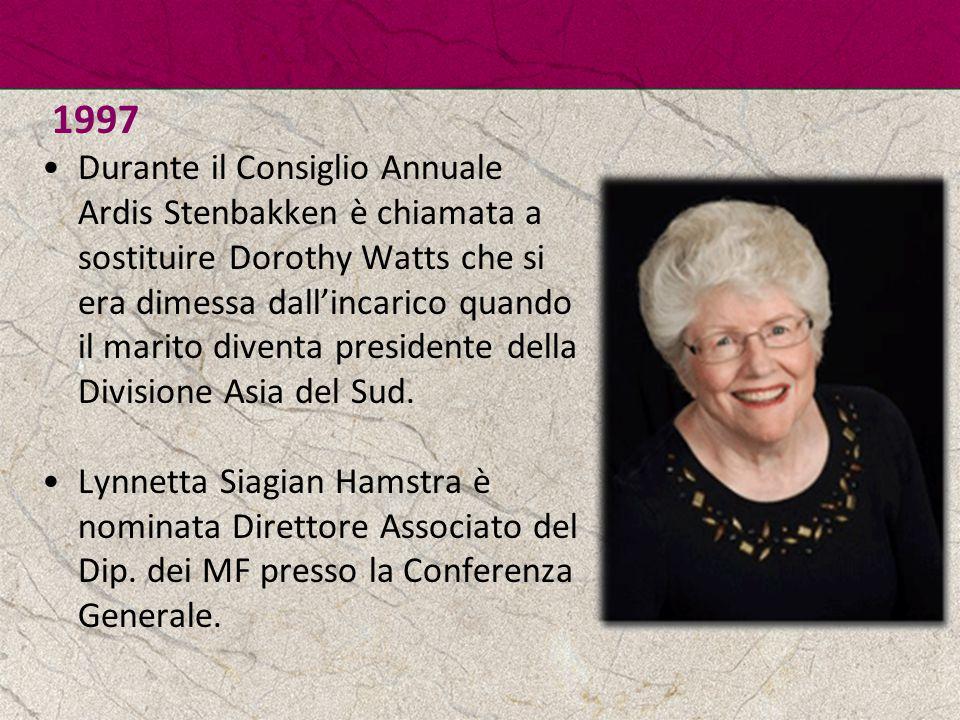 1997 Durante il Consiglio Annuale Ardis Stenbakken è chiamata a sostituire Dorothy Watts che si era dimessa dall'incarico quando il marito diventa pre