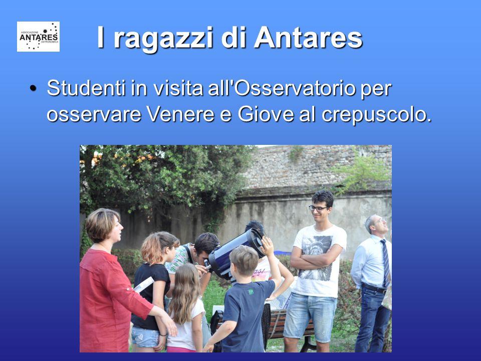26 I ragazzi di Antares Studenti in visita all'Osservatorio per osservare Venere e Giove al crepuscolo.Studenti in visita all'Osservatorio per osserva