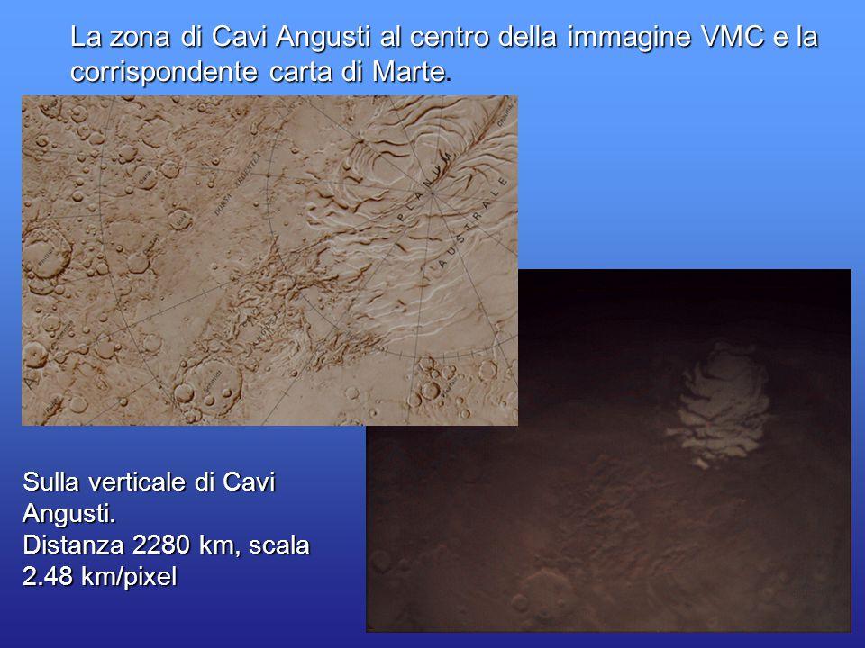 32 La zona di Cavi Angusti al centro della immagine VMC e la corrispondente carta di Marte corrispondente carta di Marte. Sulla verticale di Cavi Angu