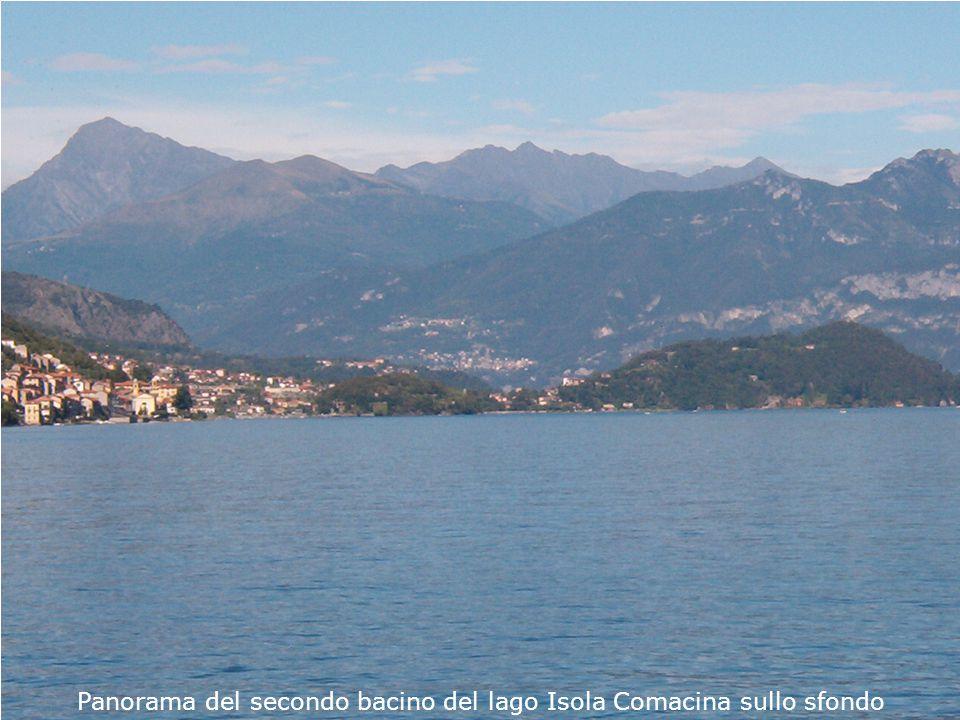 Panorama del secondo bacino del lago Isola Comacina sullo sfondo