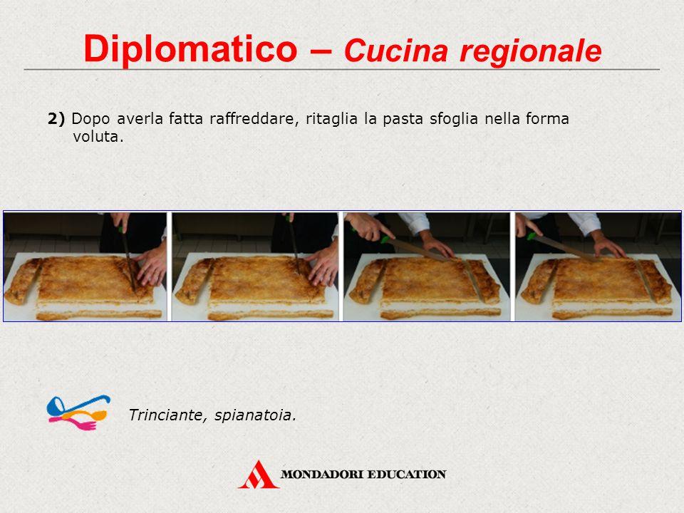 Diplomatico – Cucina regionale 2) Dopo averla fatta raffreddare, ritaglia la pasta sfoglia nella forma voluta. Trinciante, spianatoia.