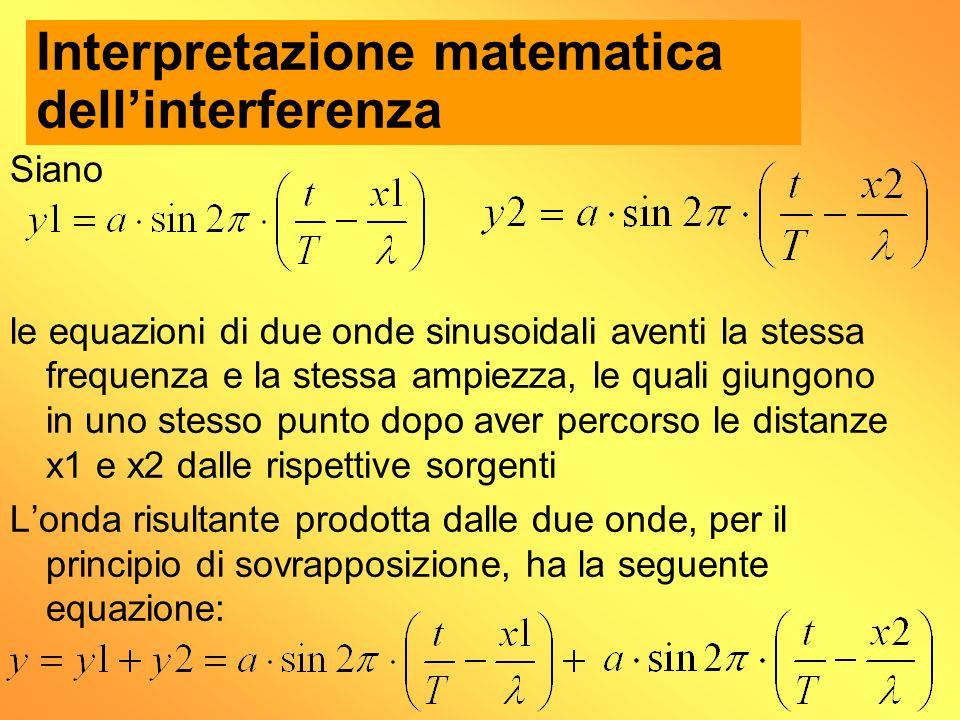 Siano le equazioni di due onde sinusoidali aventi la stessa frequenza e la stessa ampiezza, le quali giungono in uno stesso punto dopo aver percorso l