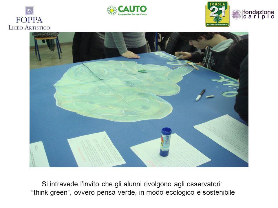 Si intravede linvito che gli alunni rivolgono agli osservatori: think green, ovvero pensa verde, in modo ecologico e sostenibile