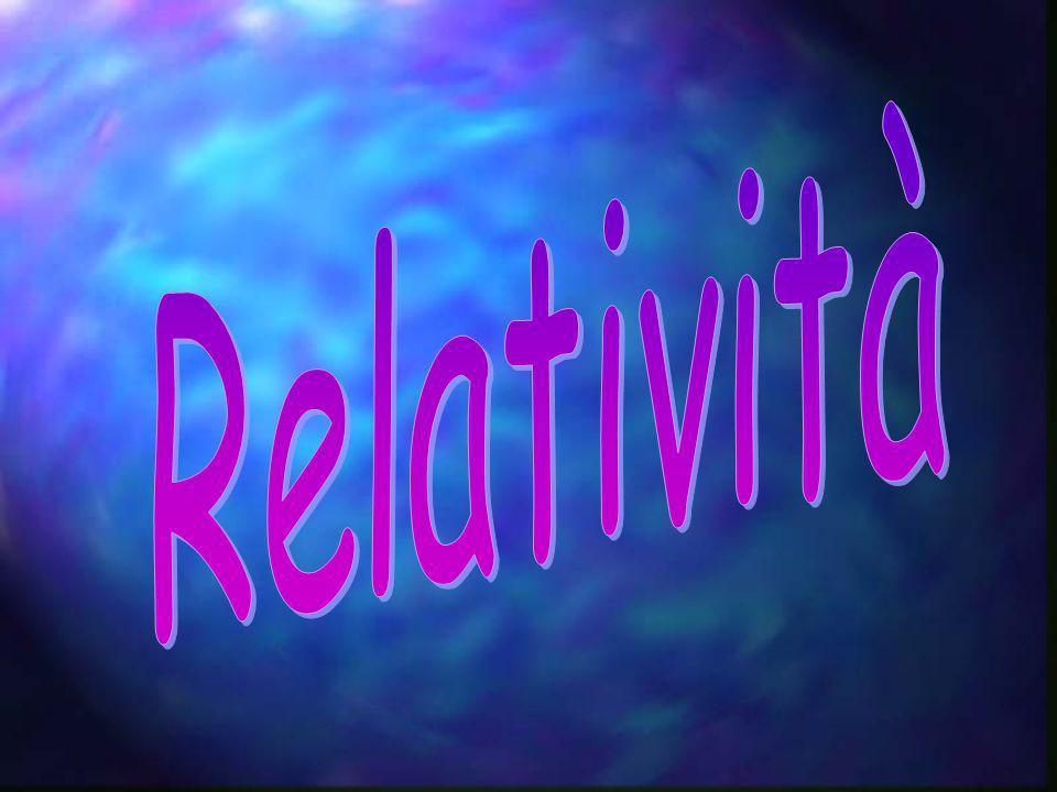 Premessa: In fisica, col termine relatività si fa riferimento genericamente alle trasformazioni matematiche che devono essere applicate alle descrizioni dei fenomeni nel passaggio tra due sistemi di riferimento in moto relativo.