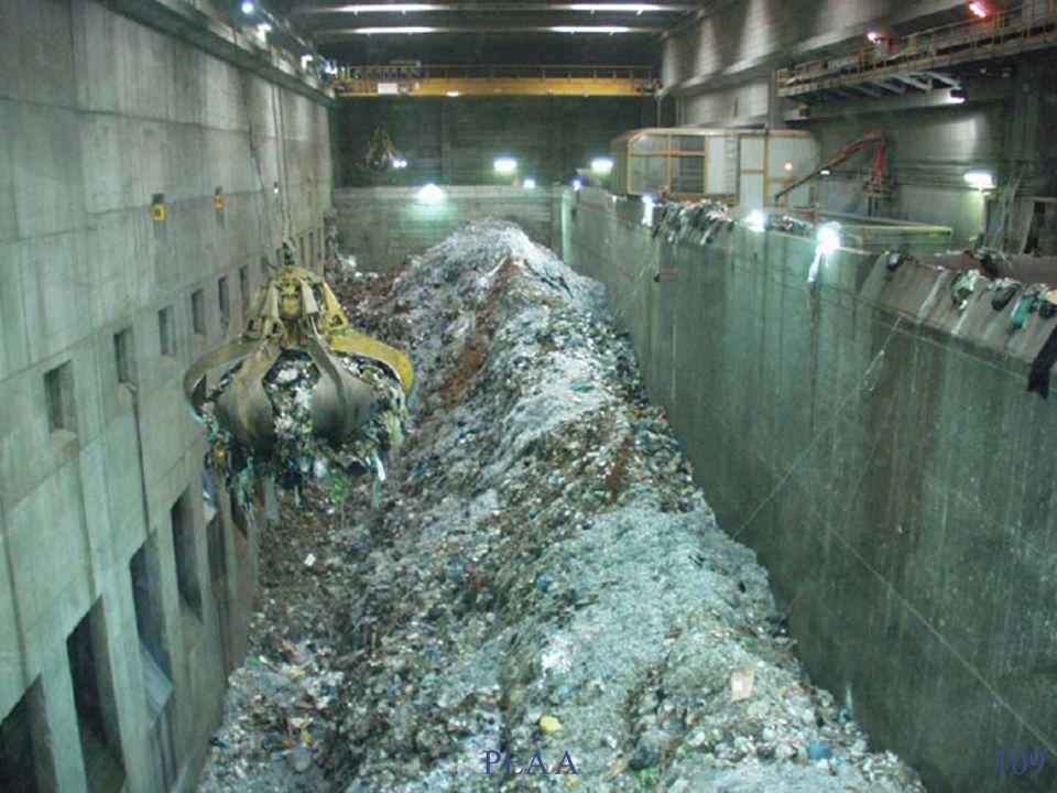 2. Stoccaggio rifiuti Dopo un controllo della radioattività i rifiuti vengono scaricati nel locale stoccaggio RSU (bunker). Va tenuto presente che i r