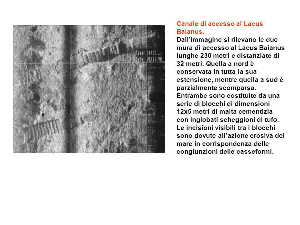Canale di accesso al Lacus Baianus. Dallimmagine si rilevano le due mura di accesso al Lacus Baianus lunghe 230 metri e distanziate di 32 metri. Quell