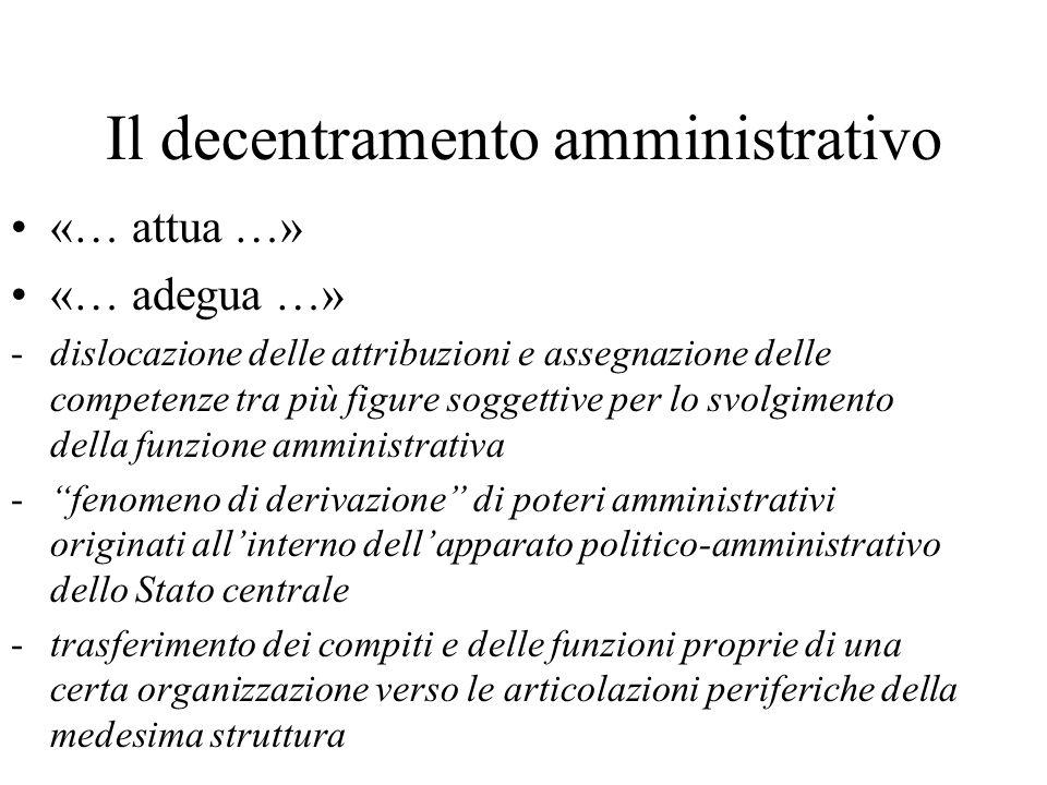 Il decentramento amministrativo «… attua …» «… adegua …» -dislocazione delle attribuzioni e assegnazione delle competenze tra più figure soggettive pe