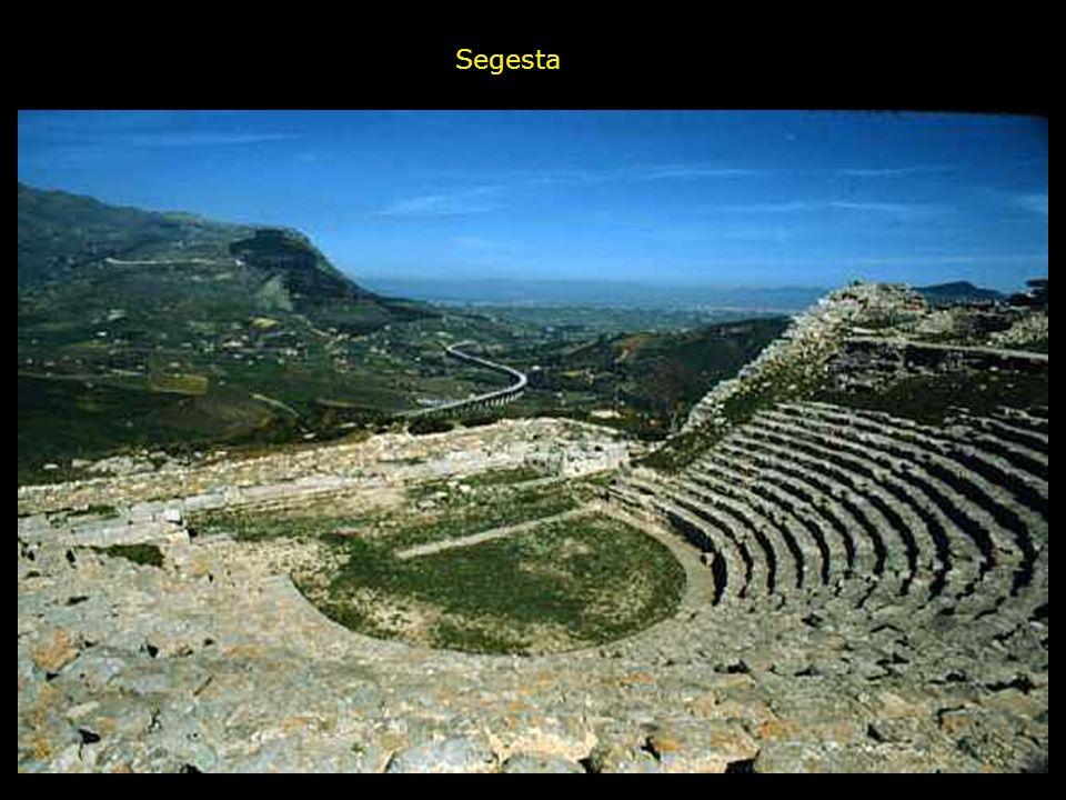 Questo bellissimo monumento antico ha ancor oggi una funzione importante, in quanto è sede dal 1914 delle rappresentazioni di teatro classico curate d