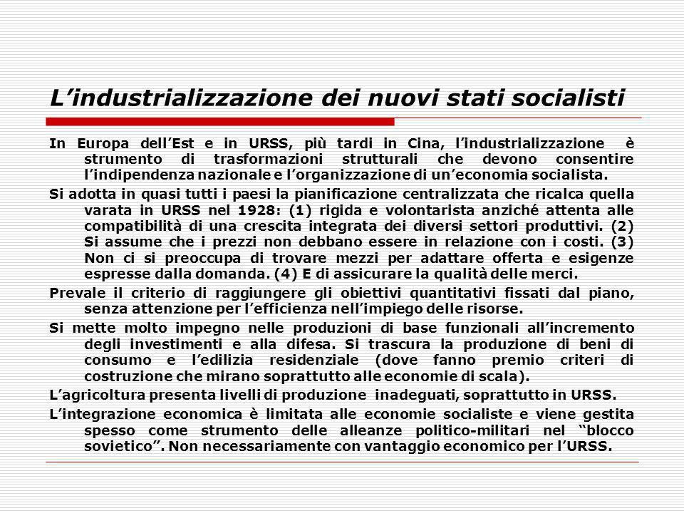 Lindustrializzazione dei nuovi stati socialisti In Europa dellEst e in URSS, più tardi in Cina, lindustrializzazione è strumento di trasformazioni str