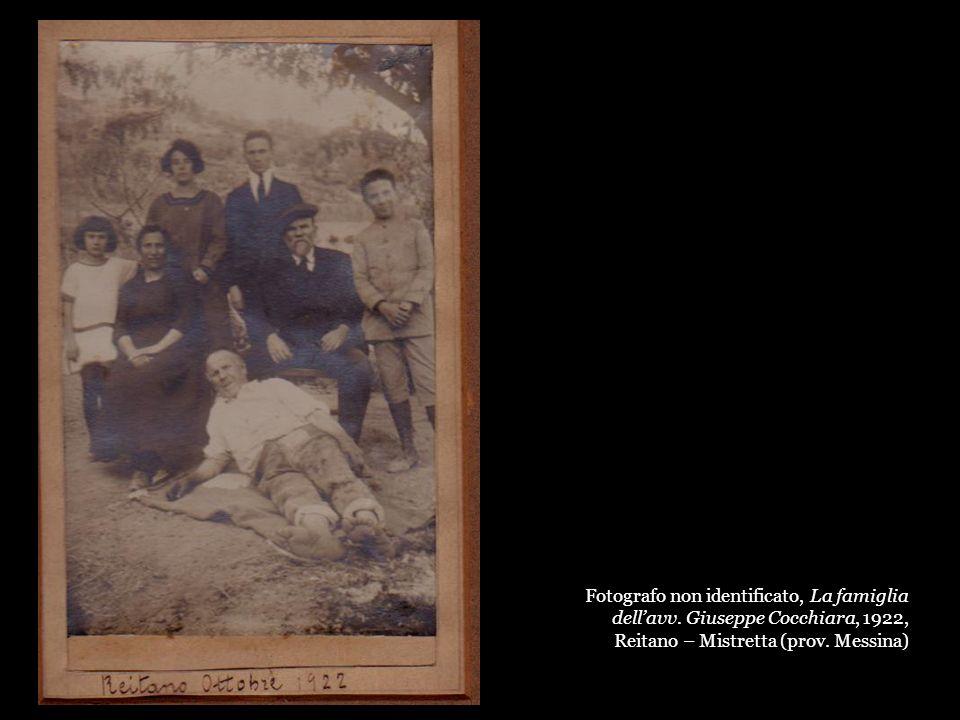 Fotografo non identificato, La famiglia dellavv. Giuseppe Cocchiara, 1922, Reitano – Mistretta (prov. Messina)