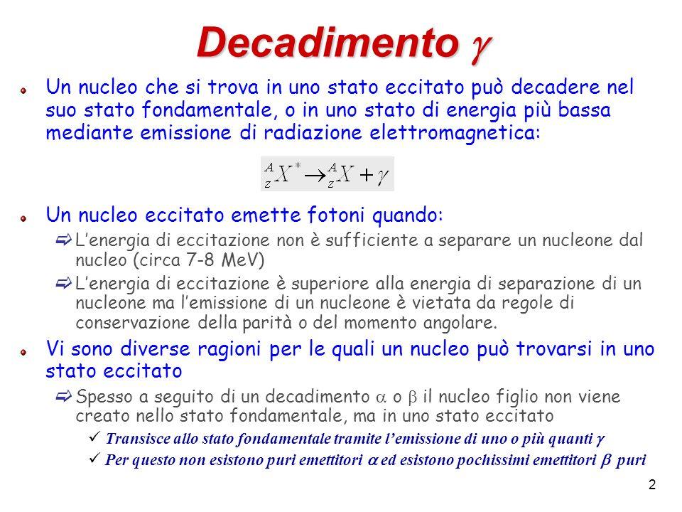 2 Un nucleo che si trova in uno stato eccitato può decadere nel suo stato fondamentale, o in uno stato di energia più bassa mediante emissione di radi