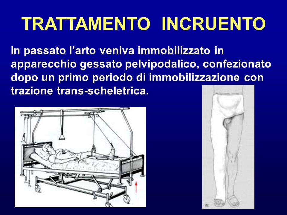 TRATTAMENTO INCRUENTO In passato larto veniva immobilizzato in apparecchio gessato pelvipodalico, confezionato dopo un primo periodo di immobilizzazio