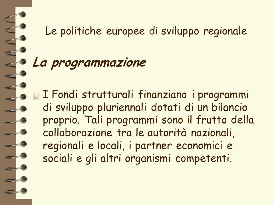 Le politiche europee di sviluppo regionale La programmazione 4 I Fondi strutturali finanziano i programmi di sviluppo pluriennali dotati di un bilancio proprio.