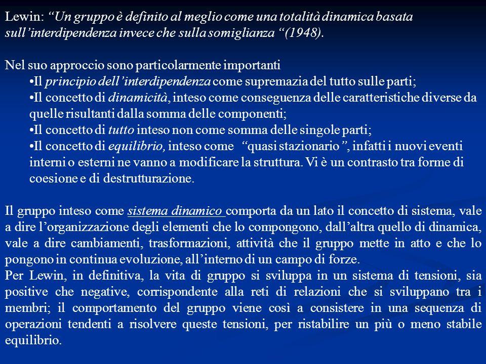 Lewin: Un gruppo è definito al meglio come una totalità dinamica basata sullinterdipendenza invece che sulla somiglianza (1948). Nel suo approccio son
