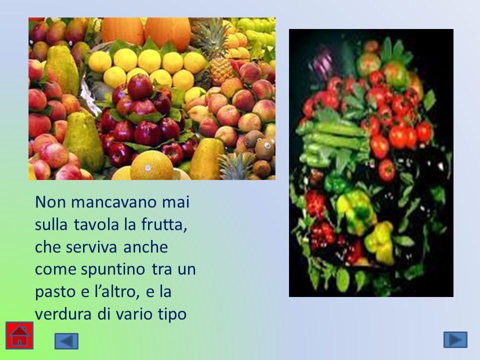 Non mancavano mai sulla tavola la frutta, che serviva anche come spuntino tra un pasto e laltro, e la verdura di vario tipo
