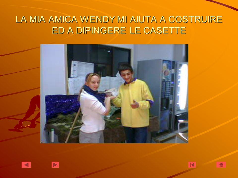 LA MIA AMICA WENDY MI AIUTA A COSTRUIRE ED A DIPINGERE LE CASETTE