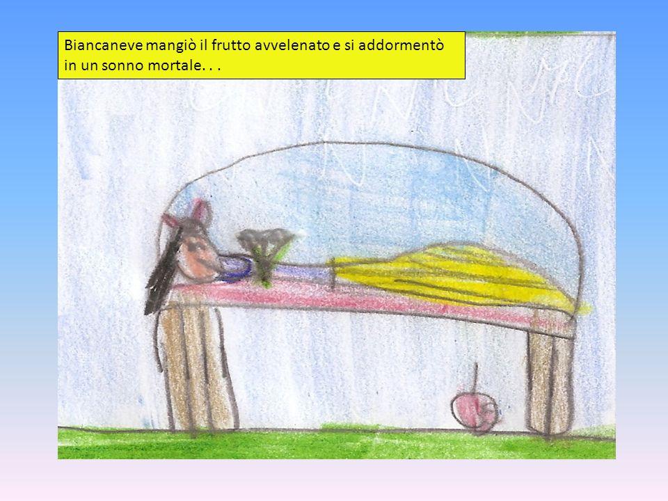 Biancaneve mangiò il frutto avvelenato e si addormentò in un sonno mortale...