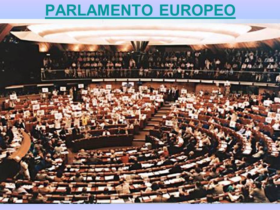PARLAMENTO EUROPEO Il Parlamento europeo – inizialmente organo puramente consultivo al quale lAtto unico europeo e il trattato di Maastricht hanno attribuito poteri più ampi – è lunico organo comunitario composto da membri eletti direttamente dai cittadini dei paesi membri.