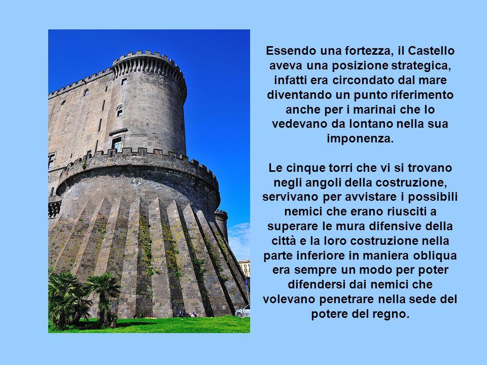 Essendo una fortezza, il Castello aveva una posizione strategica, infatti era circondato dal mare diventando un punto riferimento anche per i marinai che lo vedevano da lontano nella sua imponenza.