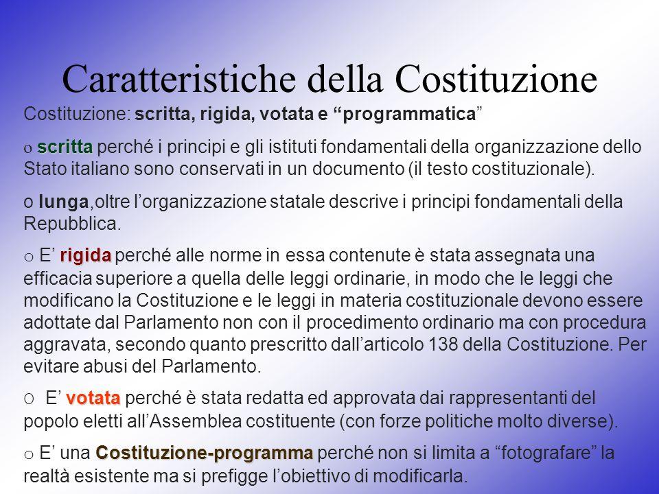 Caratteristiche della Costituzione Costituzione: scritta, rigida, votata e programmatica scritta o scritta perché i principi e gli istituti fondamenta