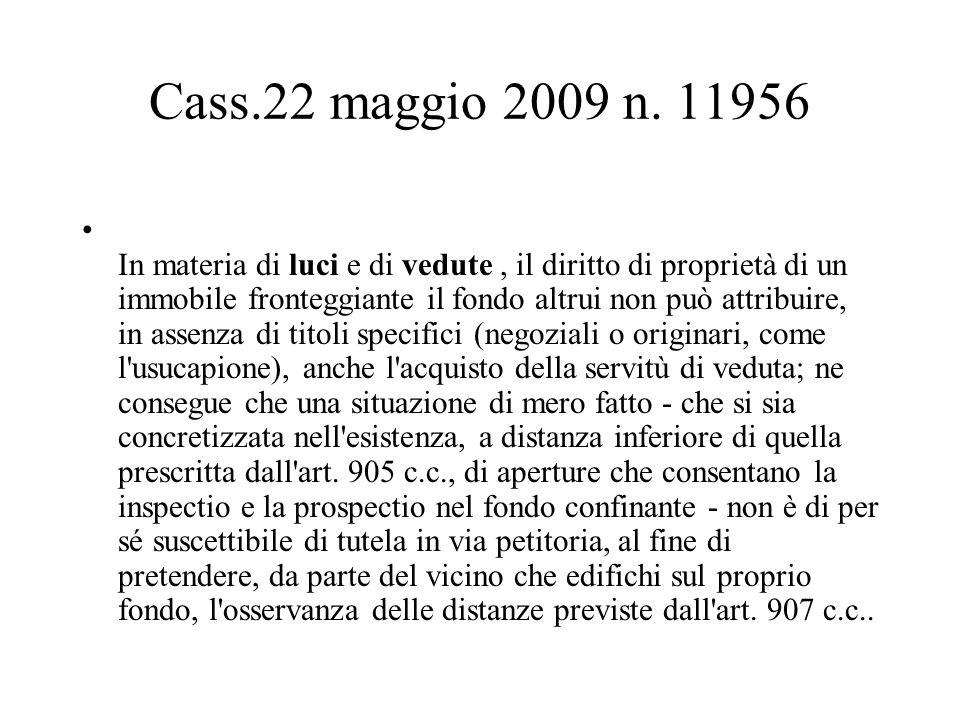 Cass.22 maggio 2009 n. 11956 In materia di luci e di vedute, il diritto di proprietà di un immobile fronteggiante il fondo altrui non può attribuire,