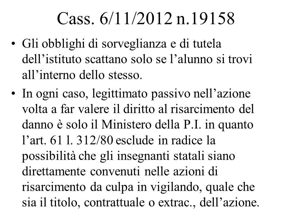 Cass. 6/11/2012 n.19158 Gli obblighi di sorveglianza e di tutela dellistituto scattano solo se lalunno si trovi allinterno dello stesso. In ogni caso,