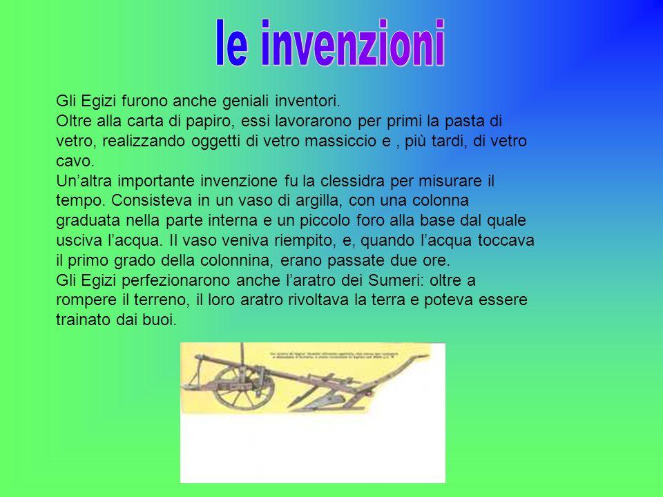 Gli Egizi furono anche geniali inventori. Oltre alla carta di papiro, essi lavorarono per primi la pasta di vetro, realizzando oggetti di vetro massic