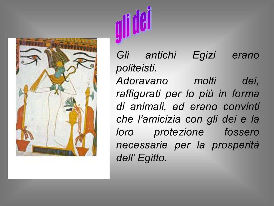 Gli antichi Egizi erano politeisti. Adoravano molti dei, raffigurati per lo più in forma di animali, ed erano convinti che lamicizia con gli dei e la