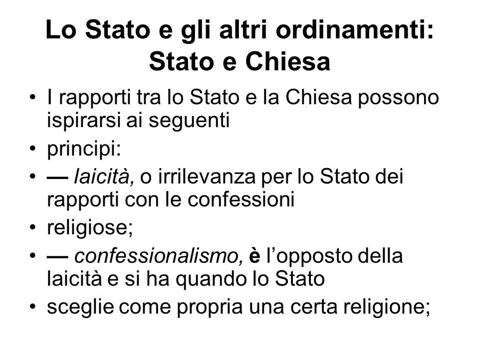 Lo Stato e gli altri ordinamenti: Stato e Chiesa I rapporti tra lo Stato e la Chiesa possono ispirarsi ai seguenti principi: laicità, o irrilevanza pe