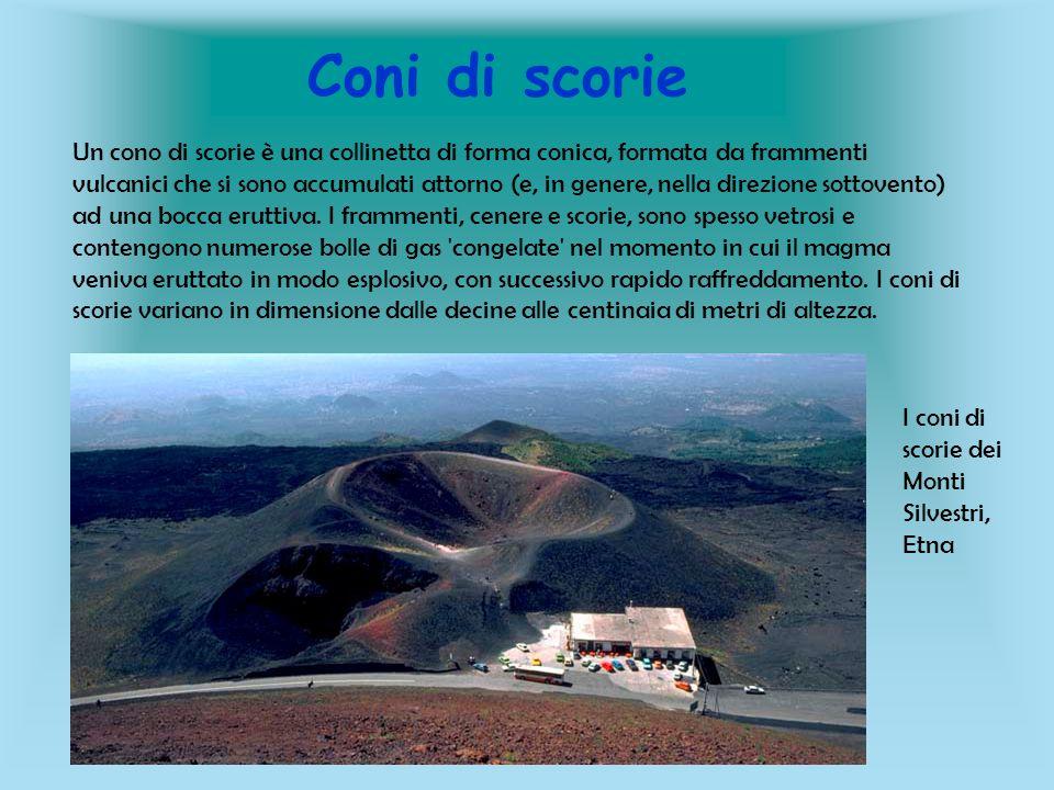 Coni di scorie Un cono di scorie è una collinetta di forma conica, formata da frammenti vulcanici che si sono accumulati attorno (e, in genere, nella
