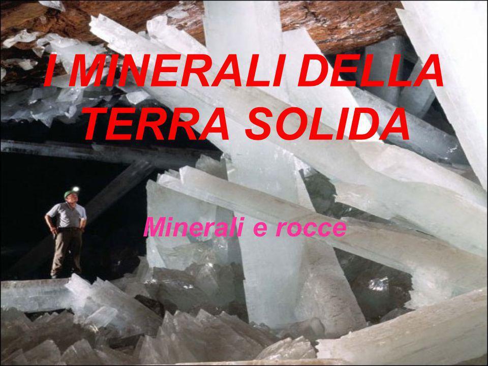 I MINERALI DELLA TERRA SOLIDA Minerali e rocce