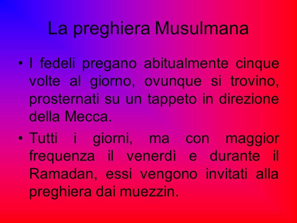 I fedeli pregano abitualmente cinque volte al giorno, ovunque si trovino, prosternati su un tappeto in direzione della Mecca. Tutti i giorni, ma con m