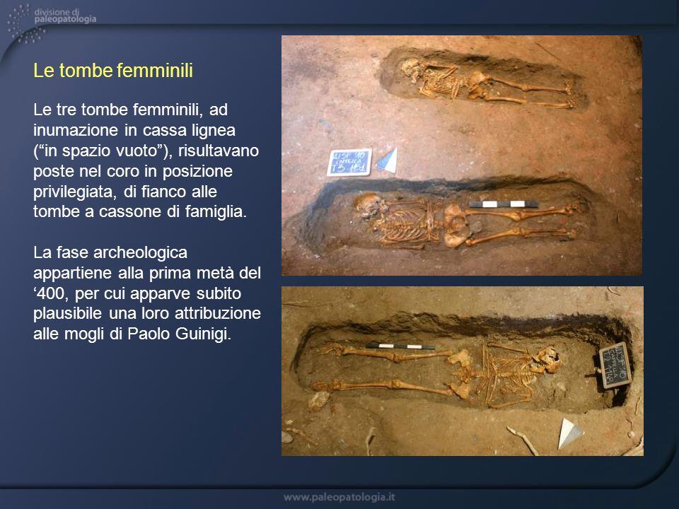 Le tre tombe femminili, ad inumazione in cassa lignea (in spazio vuoto), risultavano poste nel coro in posizione privilegiata, di fianco alle tombe a