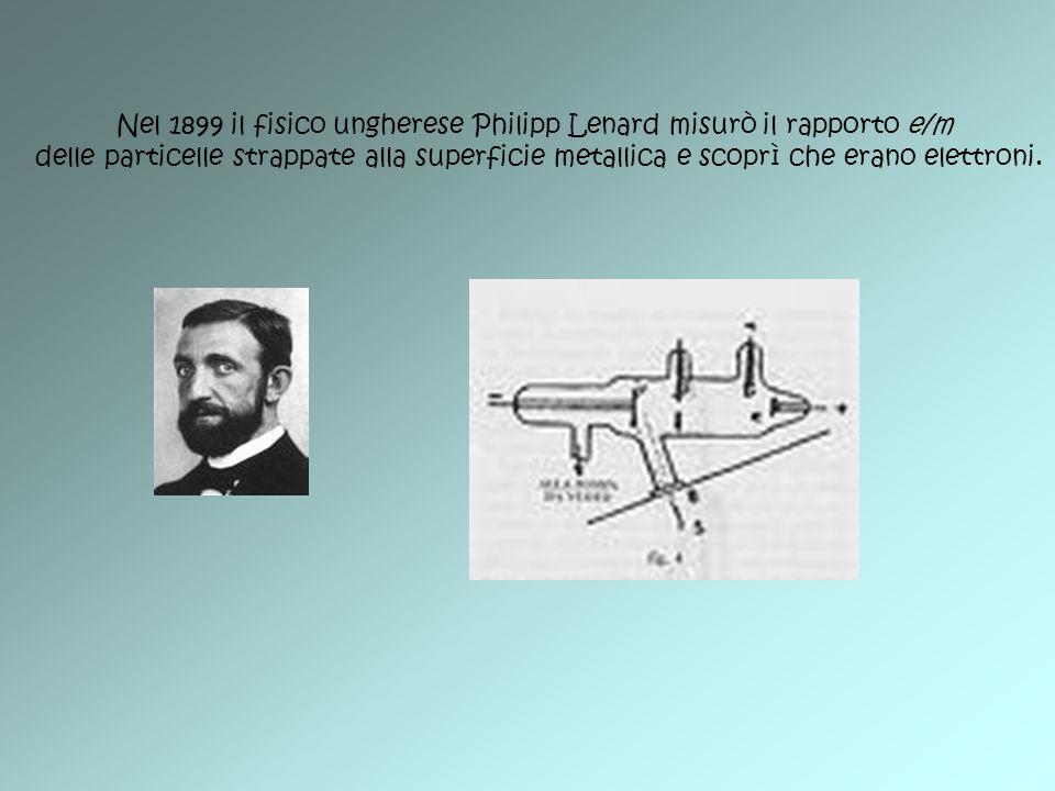 Nel 1899 il fisico ungherese Philipp Lenard misurò il rapporto e/m delle particelle strappate alla superficie metallica e scoprì che erano elettroni.