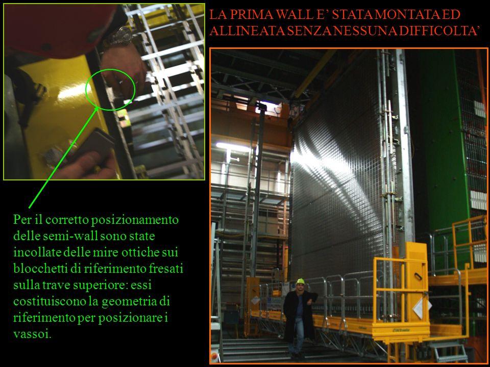 Per il corretto posizionamento delle semi-wall sono state incollate delle mire ottiche sui blocchetti di riferimento fresati sulla trave superiore: essi costituiscono la geometria di riferimento per posizionare i vassoi.