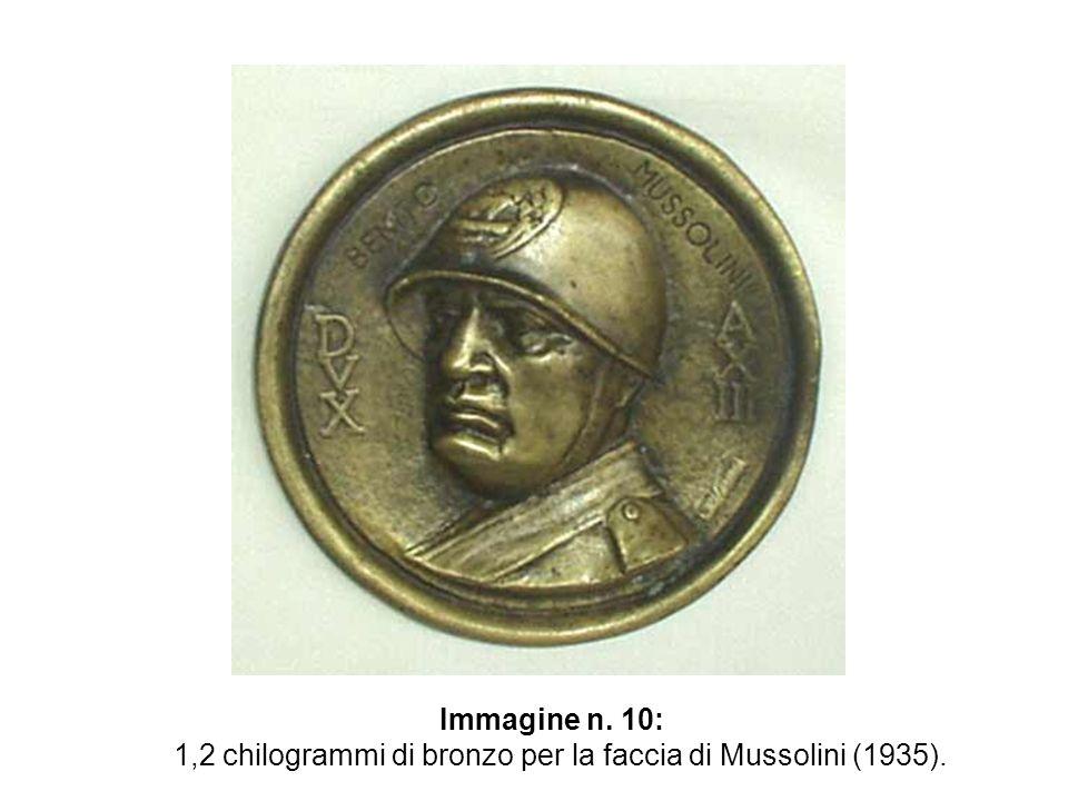 Immagine n. 10: 1,2 chilogrammi di bronzo per la faccia di Mussolini (1935).
