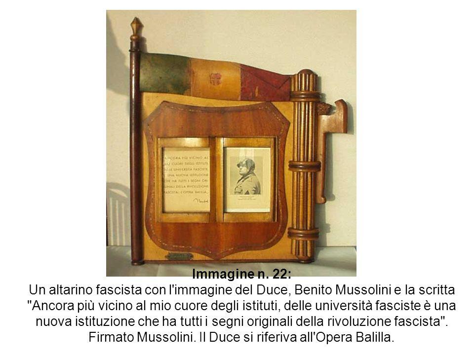 Immagine n. 22: Un altarino fascista con l'immagine del Duce, Benito Mussolini e la scritta