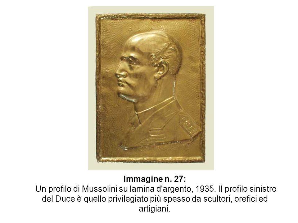 Immagine n. 27: Un profilo di Mussolini su lamina d'argento, 1935. Il profilo sinistro del Duce è quello privilegiato più spesso da scultori, orefici