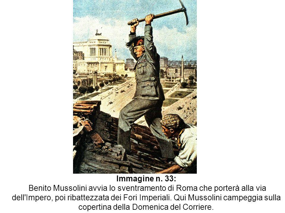 Immagine n. 33: Benito Mussolini avvia lo sventramento di Roma che porterà alla via dell'Impero, poi ribattezzata dei Fori Imperiali. Qui Mussolini ca