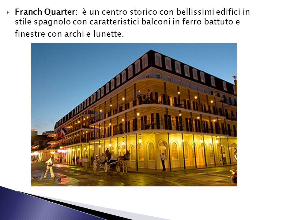 Franch Quarter: è un centro storico con bellissimi edifici in stile spagnolo con caratteristici balconi in ferro battuto e finestre con archi e lunett