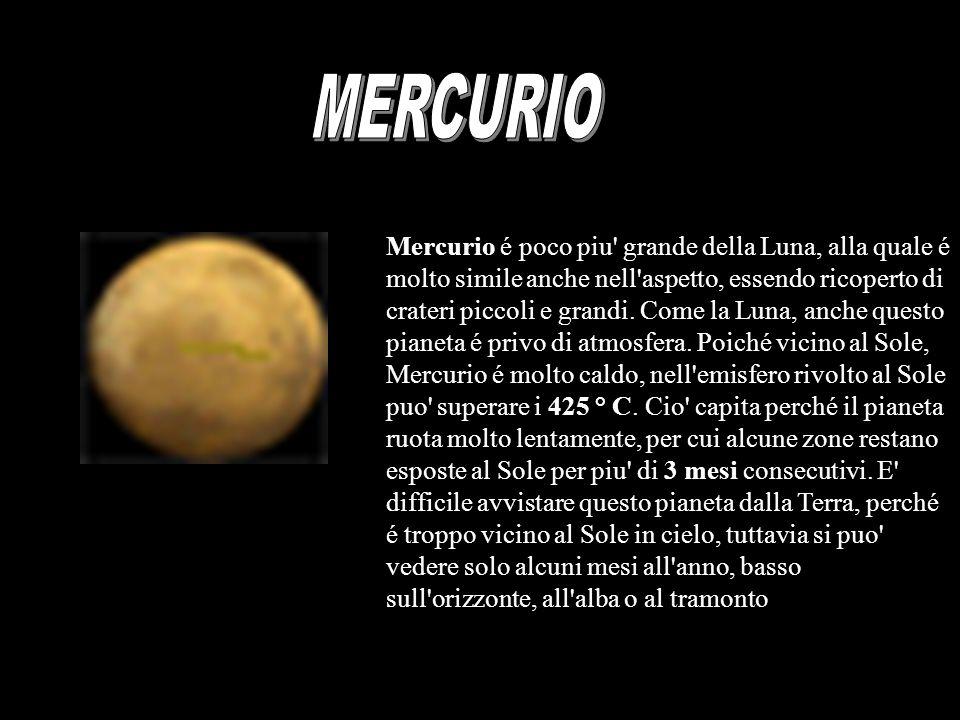 Mercurio é poco piu' grande della Luna, alla quale é molto simile anche nell'aspetto, essendo ricoperto di crateri piccoli e grandi. Come la Luna, anc