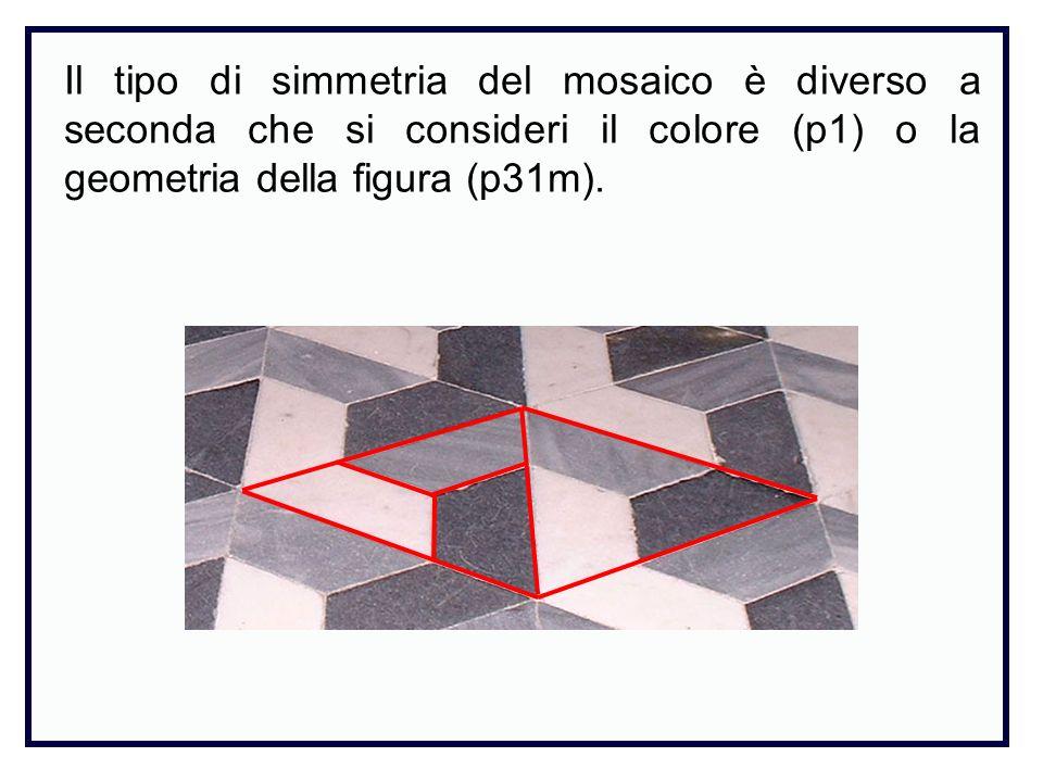 Il tipo di simmetria del mosaico è diverso a seconda che si consideri il colore (p1) o la geometria della figura (p31m).